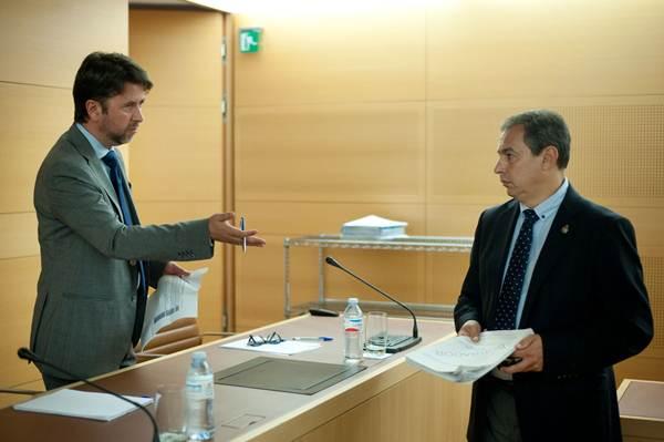 El presidente insular, Carlos Alonso, junto al consejero de Carreteras, José Luis Delgado. | FRAN PALLERO