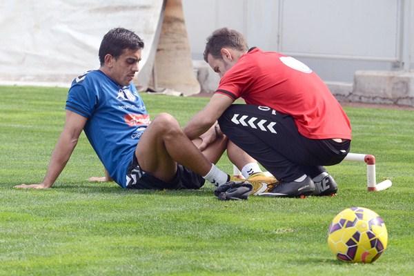 El goleador sudamericano sigue siendo tratado por los recuperadores del equipo blanquiazul. / SERGIO MÉNDEZ