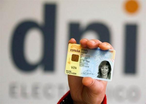 Los clientes tienen que identificar sus cuentas con el DNI. | EP