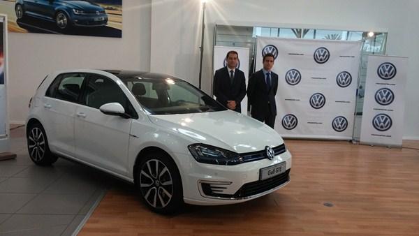 Daniel Guillén, Gerente de Volkswagen Canarias, y Gonzalo López, Product Manager, durante la presentación. / DA