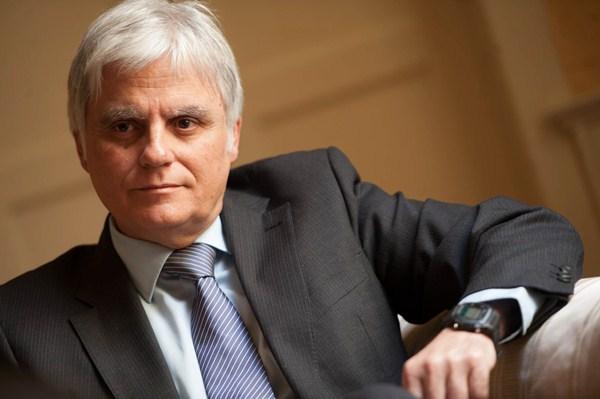 """""""La convocatoria de oposiciones saldrá, seguramente, a principios de mayo"""", afirmó José Miguel Pérez, consejero de Educación y vicepresidente del Gobierno canario. / FRAN PALLERO"""