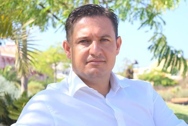 José Julián Mena reclama más medidas de seguridad en los parques públicos.   DA