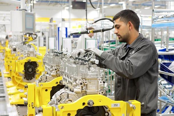 El nuevo motor TD4 de aluminio presenta una construcción ligera, con rígidos bloques de cilindros e inyectores desacoplados, lo que garantiza niveles bajos de vibración y de intrusión de ruidos, contribuyendo a mejorar aún más la experiencia de conducción. | DA