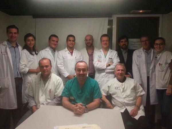 El doctor José Luis Artiles, en el centro, junto a su equipo en el Servicio de Urología del Hospital Insular. / DA