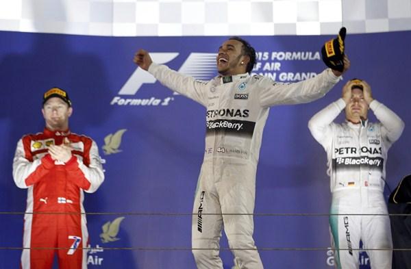El británico Lewis Hamilton ha logrado su tercera victoria de la temporada en el circuito de Sakhir. / REUTERS