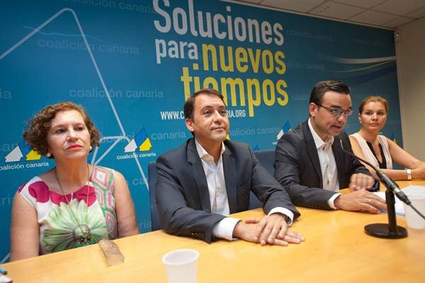 Marisa Zamora, junto a José Manuel Bermúdez, durante el anuncio del alcalde a repetir candidatura. | F. P.