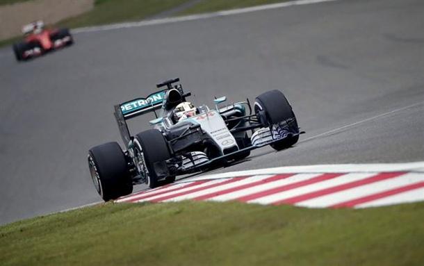 Lewis Hamilton (Mercedes) durante la primera sesión de entrenamientosen el Gran Premio de China. | REUTERS