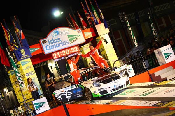 Miguel Fuster y Nacho Aviñó (Porsche 997 GT3 2010) logró una importante victoria en el Islas Canarias que le afianza en el  liderato del Nacional.    RAYCO SUÁREZ
