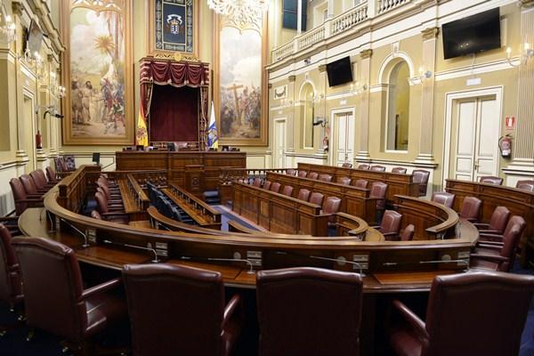 Salón de sesiones del Parlamento canario, donde hoy se celebra el último pleno de la octava legislatura. / S. M.