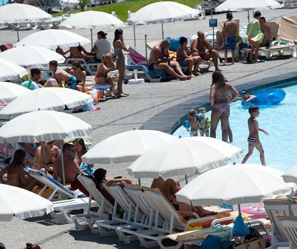 Los negocios en la zona de piscinas son el foco de la investigación. / F.P.