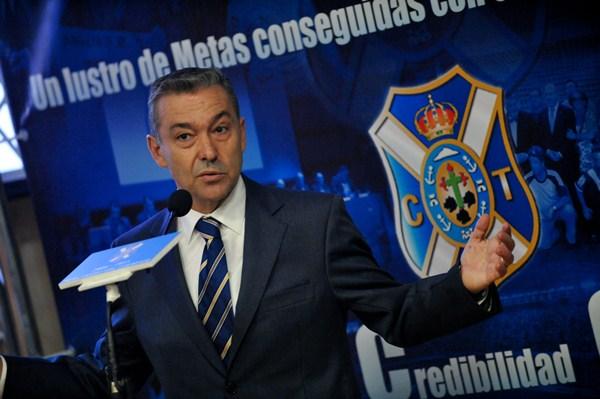 El presidente de Canarias anunció que se van a recuperar los apoyos a los equipos canarios. / FRAN PALLERO