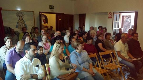 Los asistentes a la reunión debatieron y analizaron durante dos horas el documento técnico. / DA