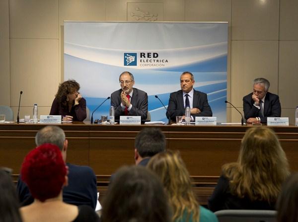 Representantes de Red Eléctrica, en un encuentro informativo, ayer en Madrid. / DA