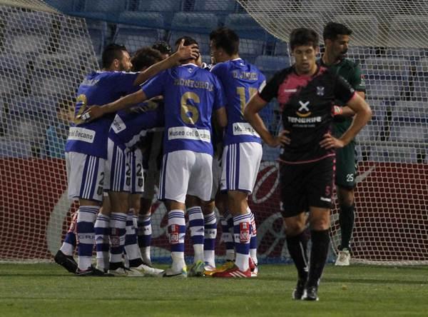 Jugadores del Recreativo de Huelva celebran un gol en su estadio en el duelo ante el Tenerife. / J.P. YAÑEZ