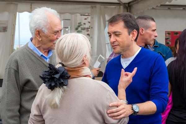 José Manuel Bermúdez durante una de sus visitas a los barrios de la capital. / DA