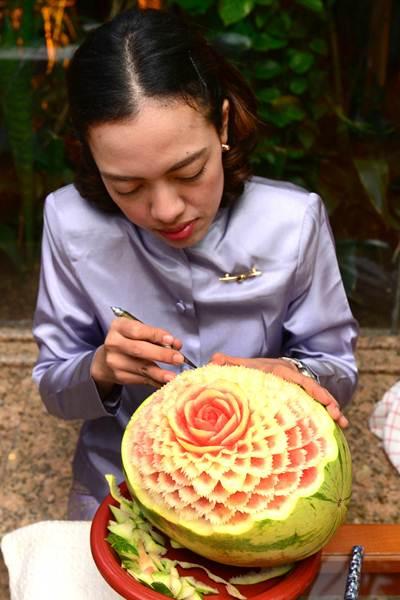 El hotel Botánico de Puerto de la Cruz acogió ayer el primero de los actos programados para celebrar el año nuevo tailandés. Los asistentes pudieron disfrutar de platos típicos, actuaciones musicales y teatro de marionetas. | SERGIO MÉNDEZ
