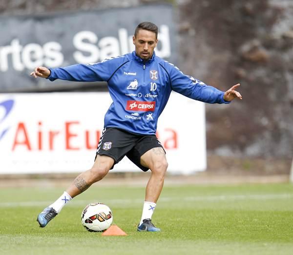 El centrocampista durante una sesión de entrenamiento. | SANTIAGO FERRERO