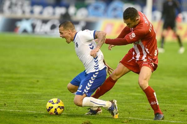 El jugador tinerfeño es uno de los fijos en las alineaciones esta temporada. | SERGIO MÉNDEZ