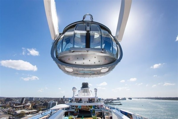 Cuenta con una cápsula de cristal que eleva a sus pasajeros a más de 90 metros sobre el mar. /  ROYAL CARIBBEAN