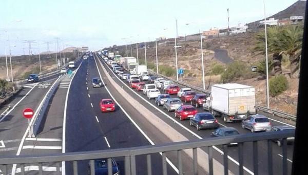 Los coches estuvieron parados a lo largo de 14 kilómetros. | LOS JARDINEROS