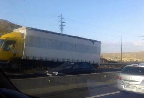 El camión averiado. | LOS JARDINEROS