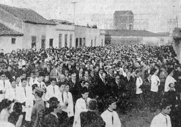 Imagen del cortejo fúnebre que acompañó al sepelio de las víctimas, publicada en La Tarde. | DA