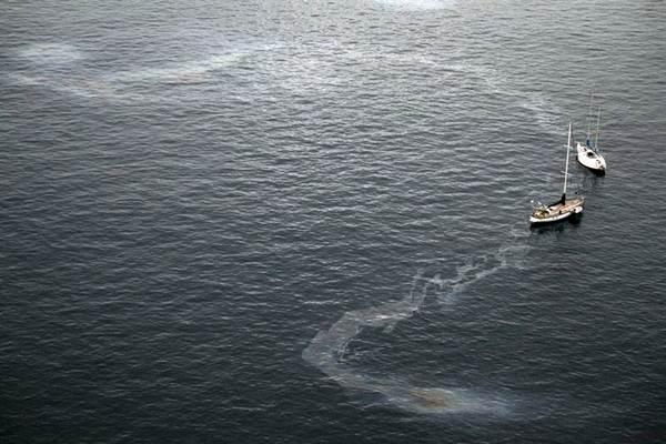 Un reguero de fuel cercano a las costas de Gran Canaria. / EUROPAPRESS
