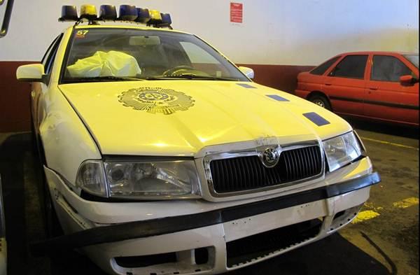 Daños ocasionados al coche patrulla. | POLICÍA LOCAL