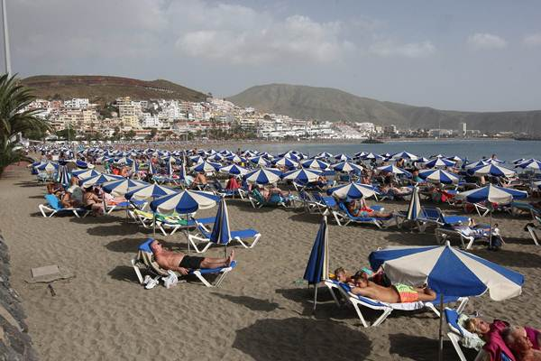 En el sur de Tenerife y Gran Canaria se encuentran algunas de las zonas más atractivas para los turistas. | DA