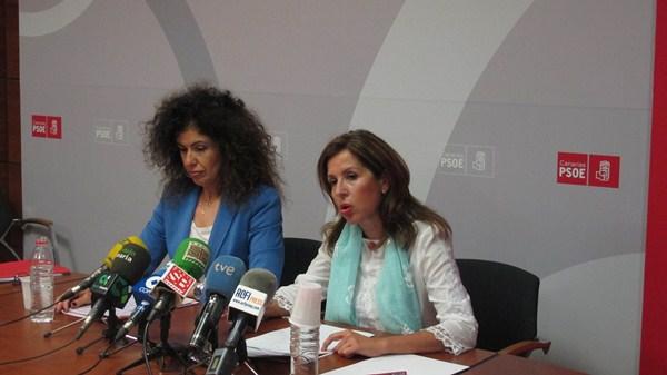 Las diputadas del grupo socialista Gloria Gutiérrez y Lola Padrón. / DA