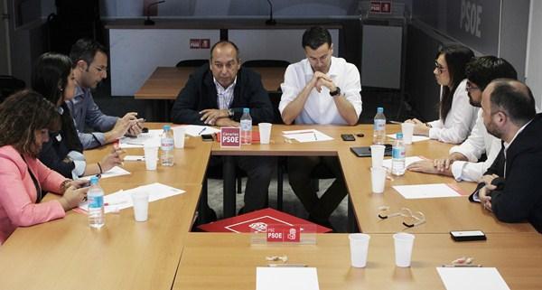 Sesión constituyente de la gestora del PSOE de Tenerife, ayer en la sede regional de Santa Cruz. / DA