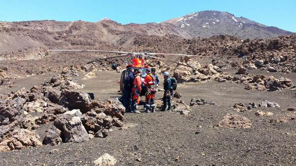 Miembros de los equipos de rescate en la zona. | DA
