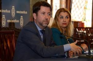 Carlos Alonso y Pino de León, ayer, durante la rueda de prensa. / DA