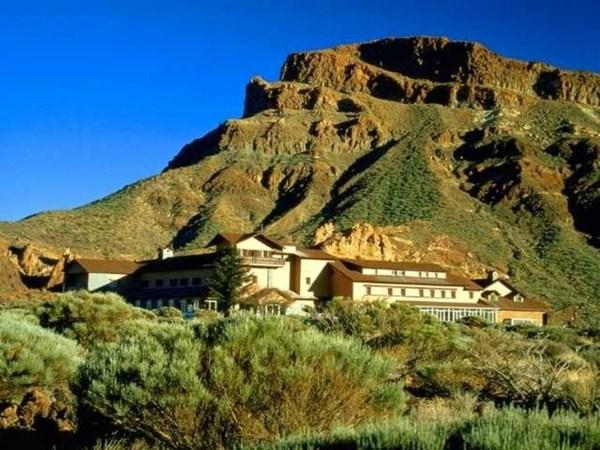 El Parador del Teide es uno de los establecimientos hoteleros de la Isla catalogados como alegales. / DA