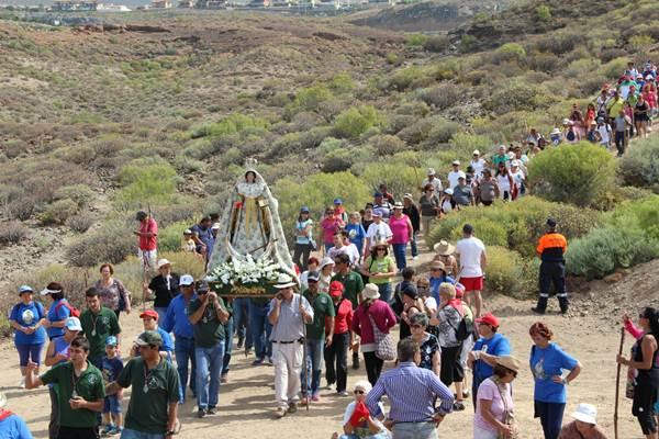 La imagen de la virgen de la Encarnación reúne un año más a la ciudadanía adejera. | DA