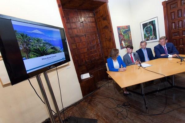 Sandra Rodríguez y Carlos Alonso presentaron ayer el proyecto junto a responsables de la empresa alemana. / DA