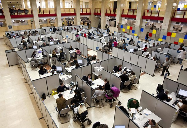 Imagen de la sala de atención al cliente de la Agencia Tributaria.  / DA
