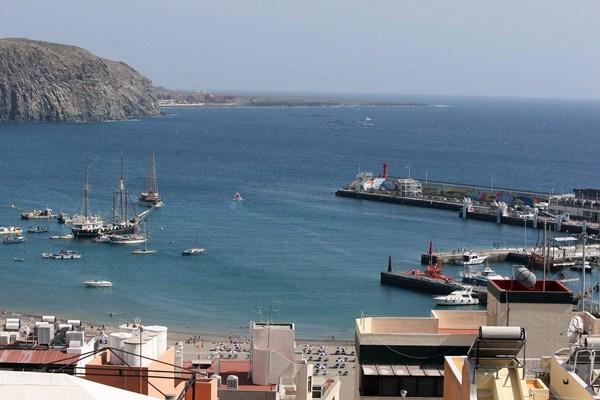 Vista del puerto de Los Cristianos. / DA