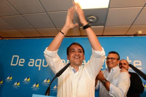 Bermúdez celebra su victoria en el consistorio. | S. M.