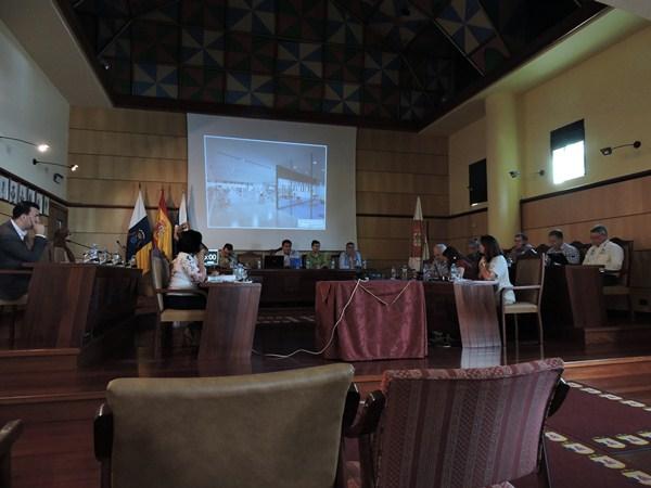 Durante el Pleno se explicó el proyecto con infografías. / DA