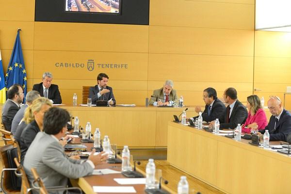 Catorce formaciones políticas optan a entrar en la Corporación insular. / SERGIO MÉNDEZ