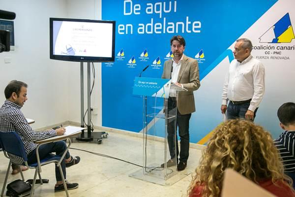Carlos Alonso estuvo acompañado ayer por Efraín Medina.   DA
