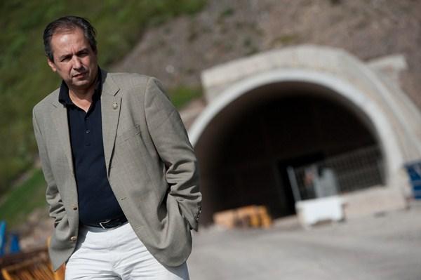 El consejero insular José Luis Delgado, durante una visita a las obras del túnel del Bicho. / FRAN PALLERO