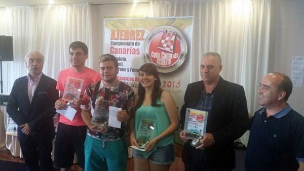 Los cuatro campeones de Canarias: Alvarado, Guerra, García y López; a la derecha, el presidente Martín. / DA