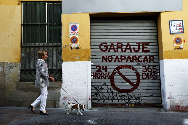 """People's Party Madrid's local candidate Aguirre walks with her dog """"Pecas"""" after voting at a polling station during regional and municipal elections in Madrid"""