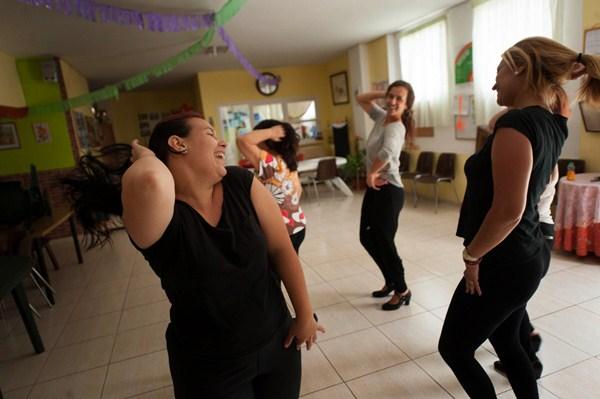 La creatividad de las participantes, a través de su expresión corporal, es una de los objetivos. / FRAN PALLERO