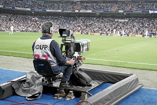 La LFP espera poder recaudar unos 1.000 millones de euros por la explotación de los derechos televisivos. / J. V.
