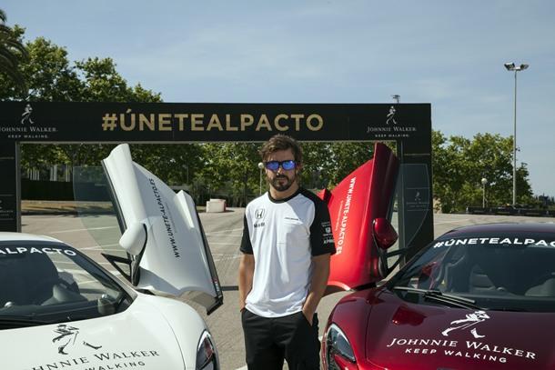 Fernando Alonso en el acto celebrado en Barcelona.   DA