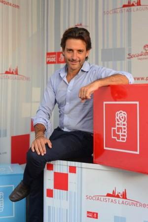 Matos, nuevo diputado regional, en la sede del PSOE. | SERGIO MÉNDEZ