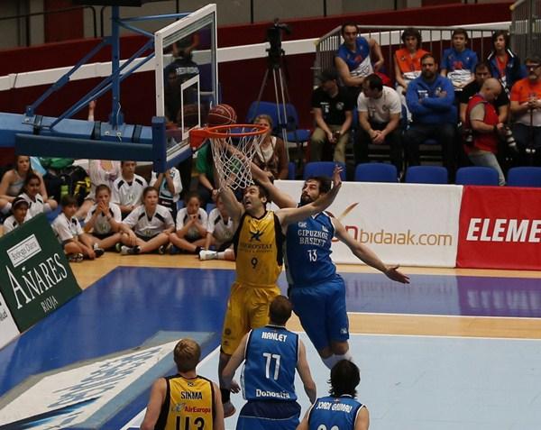 Doblas se impuso a Blagota Sekulic en todo momento. / ACB MEDIA